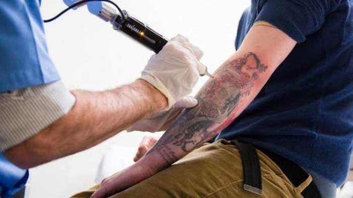 tatuagem atrapa no emprego ou nao
